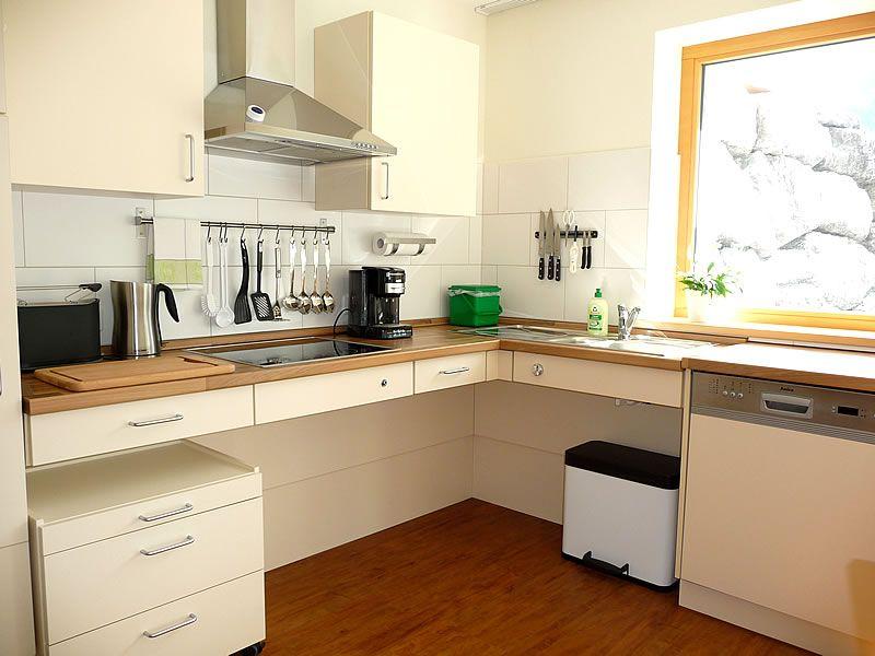 Barrierefreie Küche vakantiewoning kleinwalsertal met onderijdbare keuken