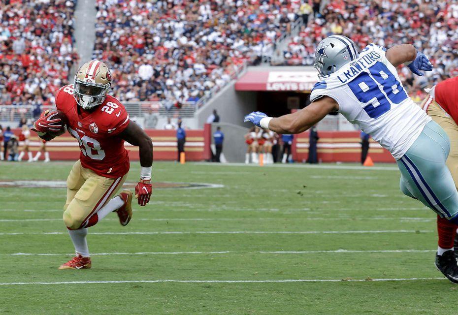 Prescott Elliott Lift Cowboys Past 49ers Nfl Football Nfl Football Games Football Helmets