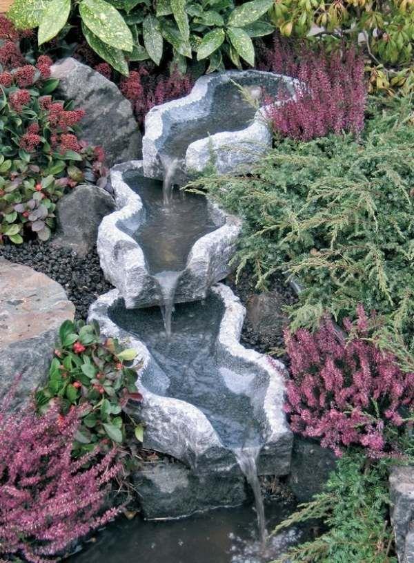 kunstvoll gestaltet-wasserfall steine verwenden-ideen wassergarten - naturlicher bachlauf garten
