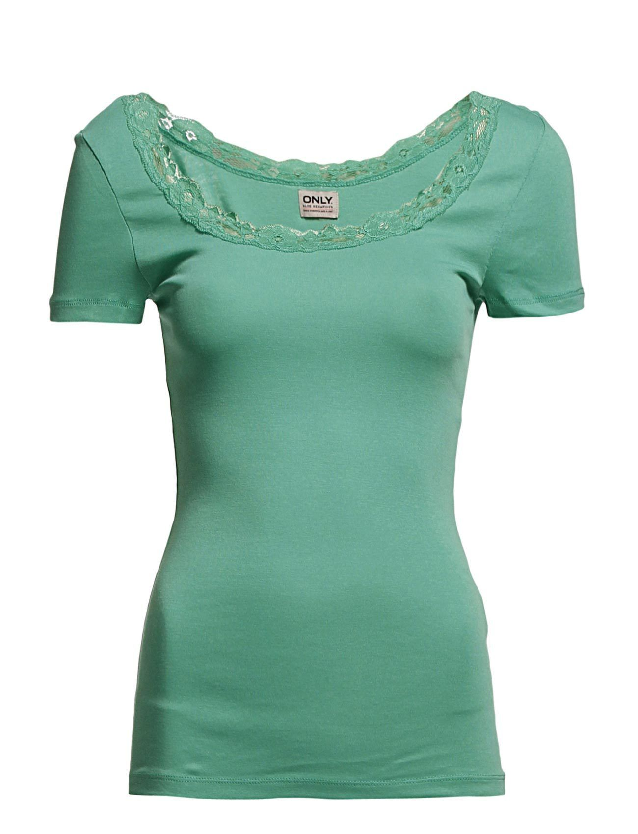 I was a little bit disappointed because in the picture the top seems to be mint green. Anyway it is a lovely top so now I have one green top in my closet! #ONLY - DORA LACE SS TOP JRS