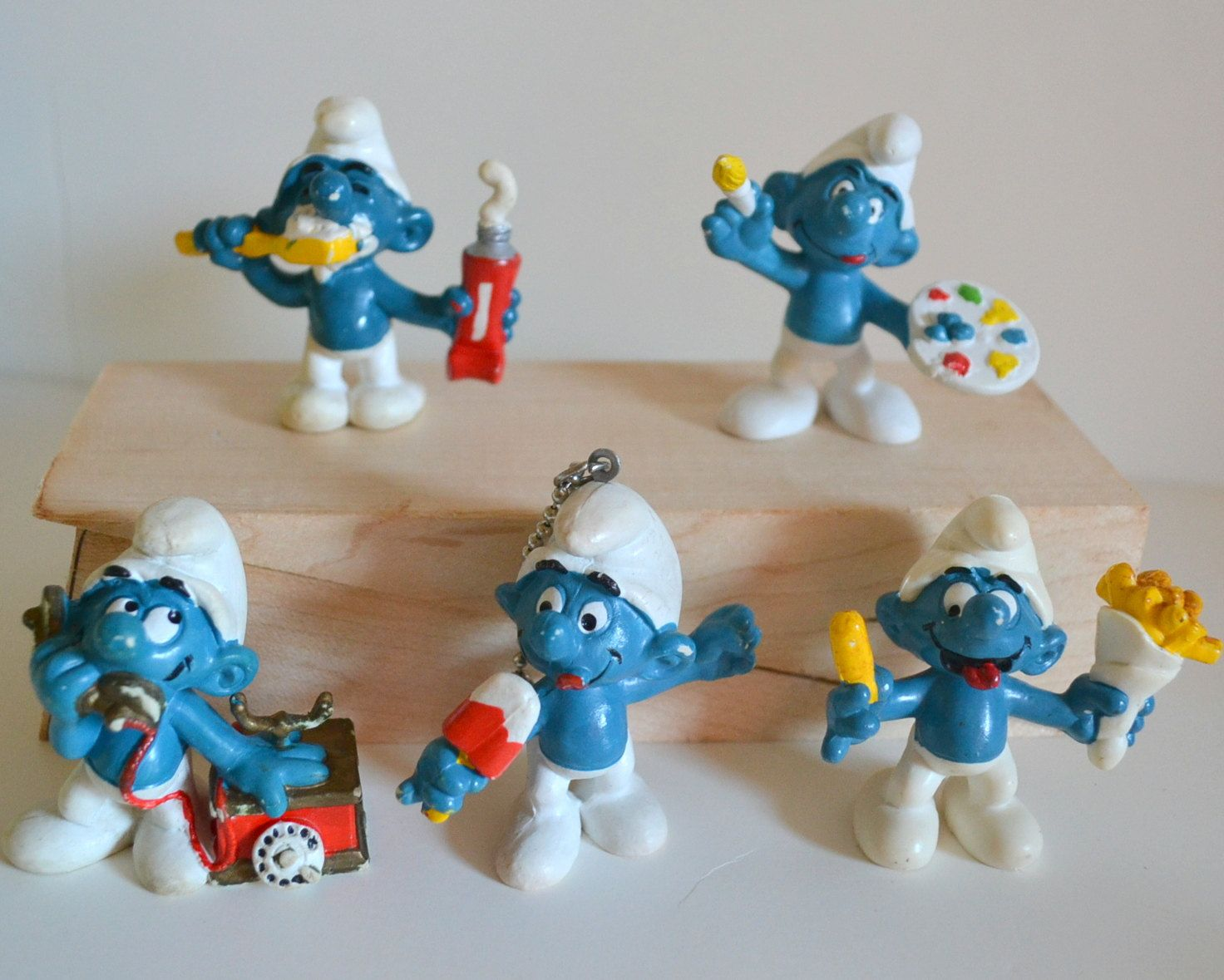 Smurfs Vintage Toys Lot Of 5 Figures Painting Food Phone Keychain
