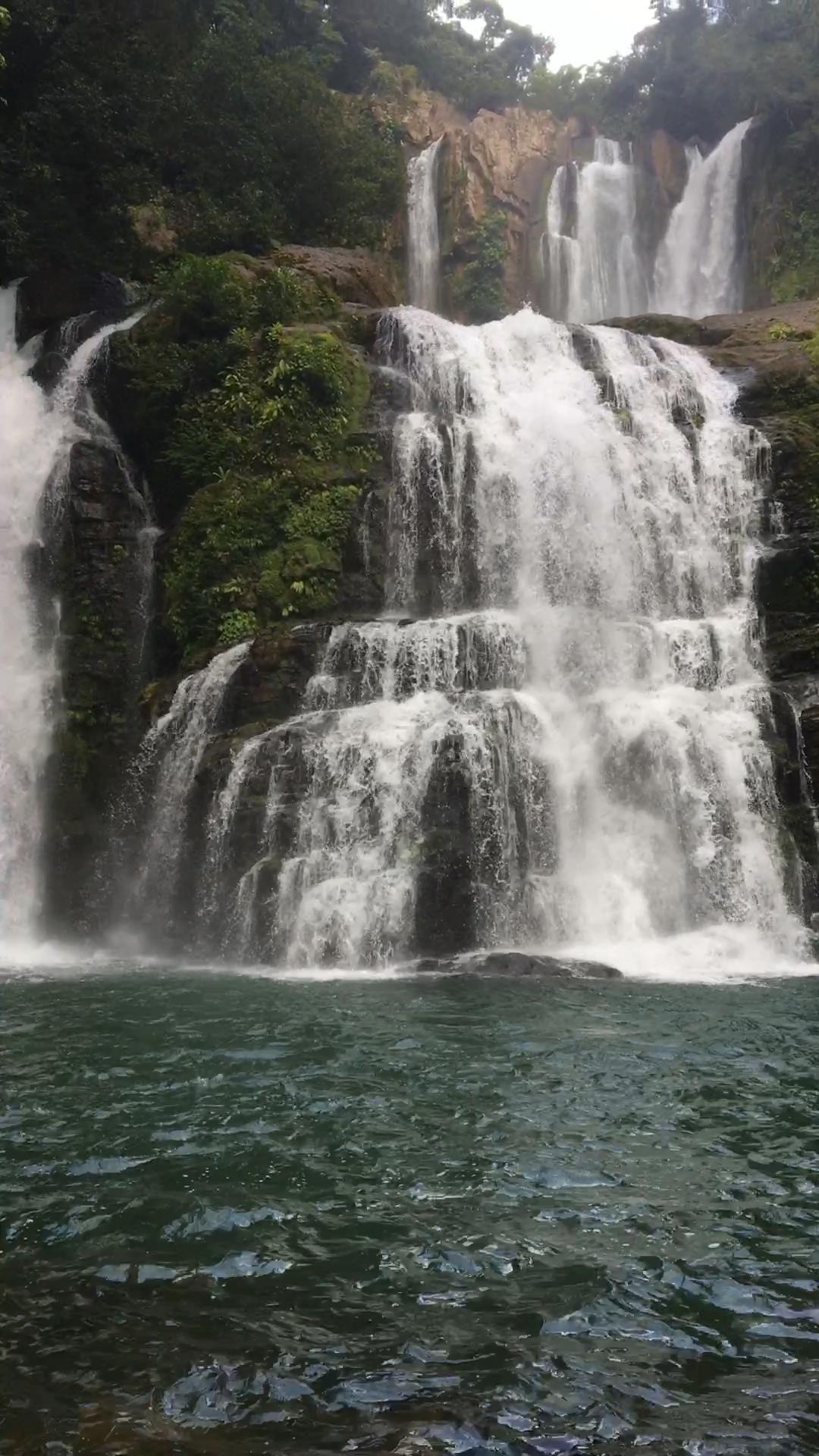 Nauyaca waterfall in Costa Rica  – şelale