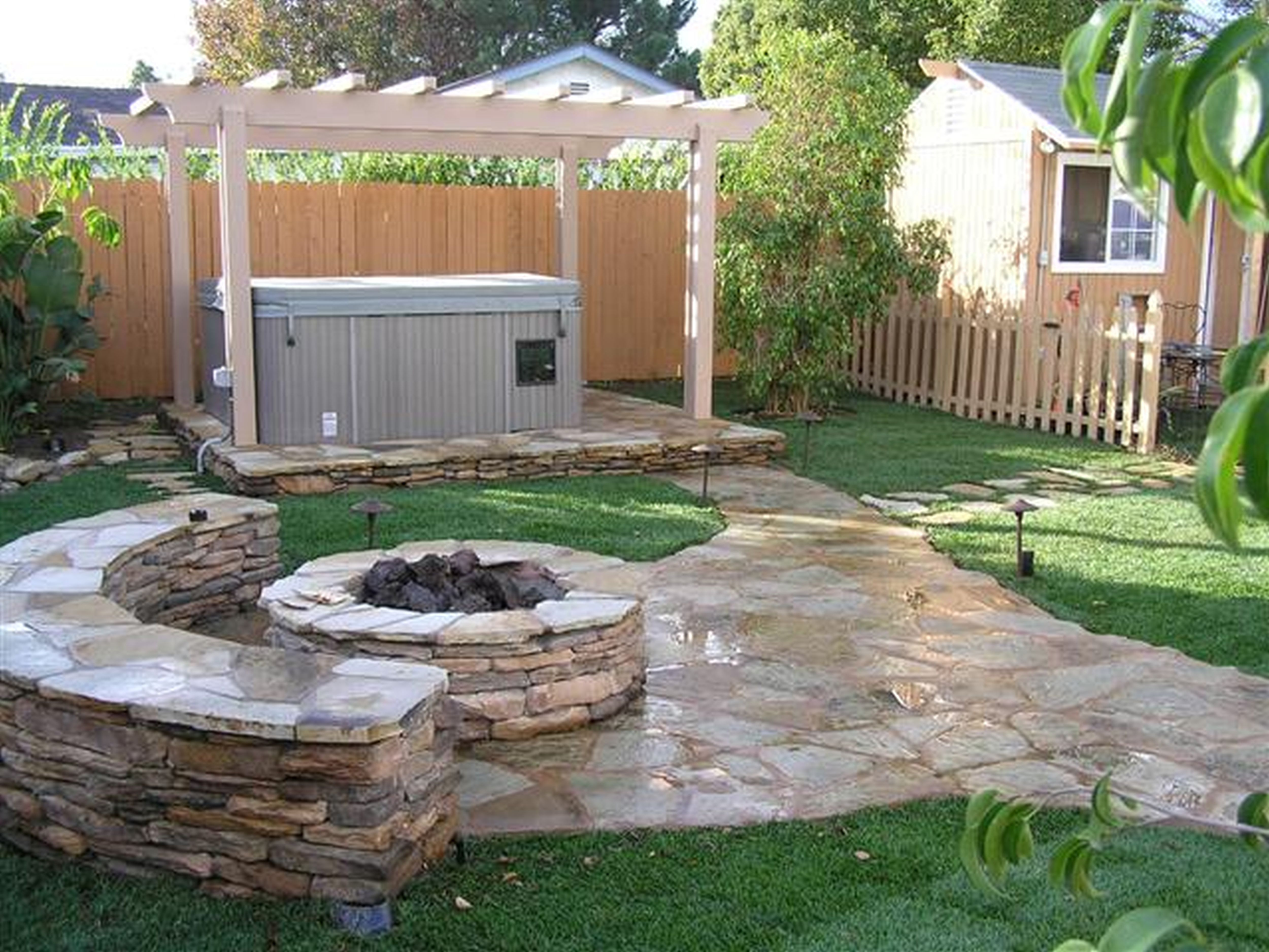 Garden Nice Backyard Design With Stone That Decorated By ... on Modern Landscaping Ideas For Small Backyards id=24199