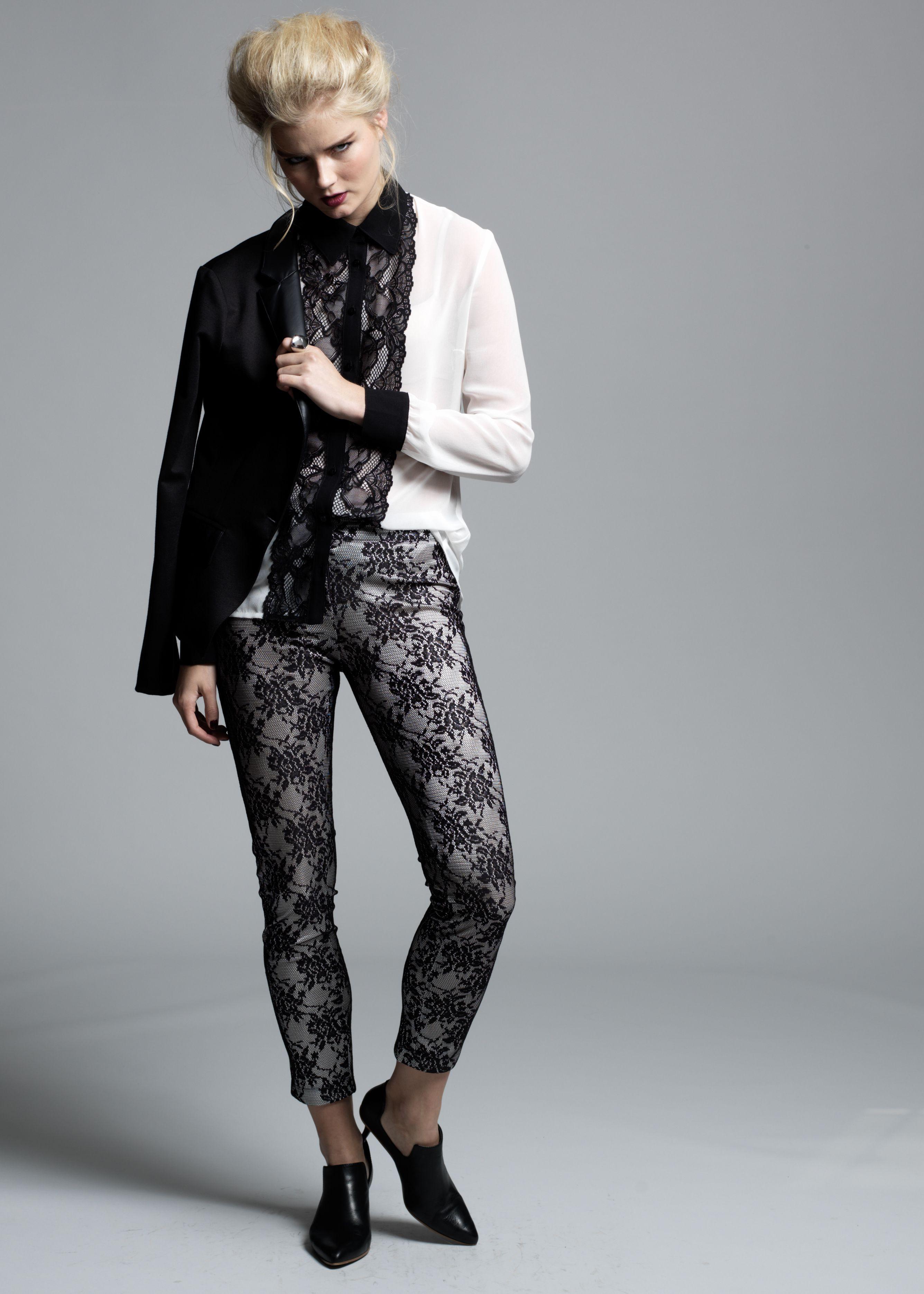 Blusa, saco y pantalón a la venta en Palacio de Hierro