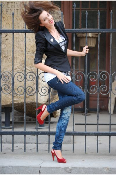 red-shoes-navy-jeans-black-shape-sholder-jacket-black-chain ...