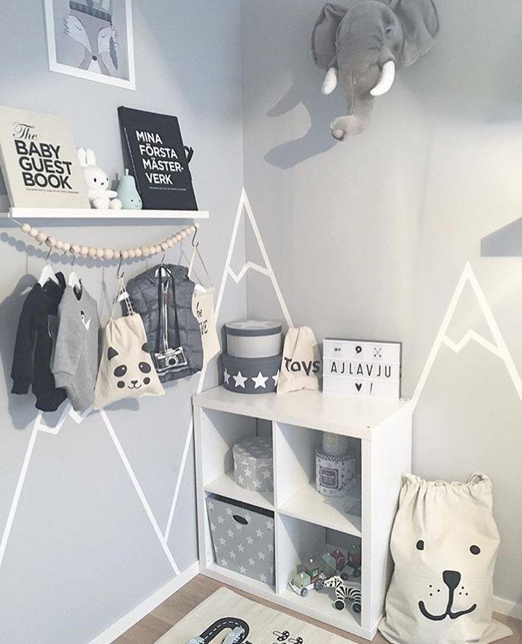 Lekkert barnerom ✨ De små oppbevarinsposene og plakaten Räven Roi finner du hos ellevilleMini www.ellevillemini.no