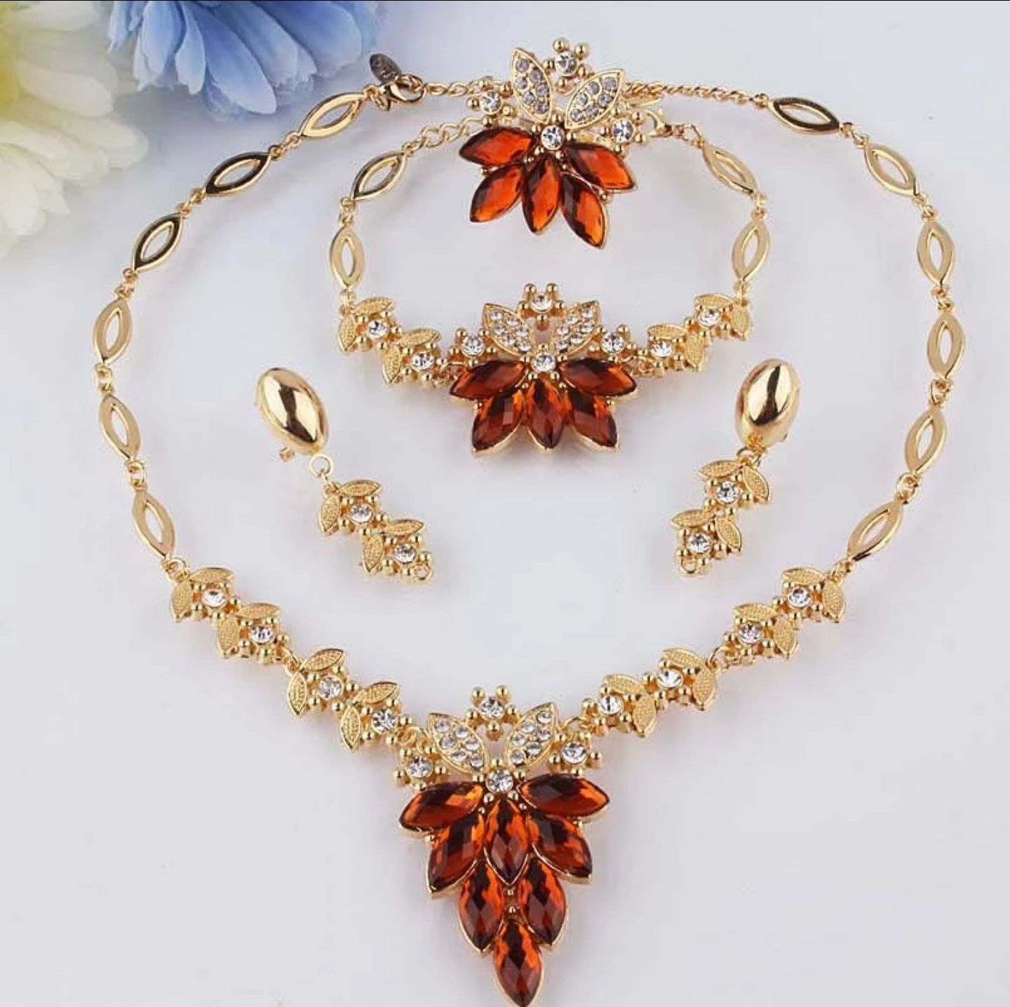 New elegant look luxurious gold plated necklace set pieces