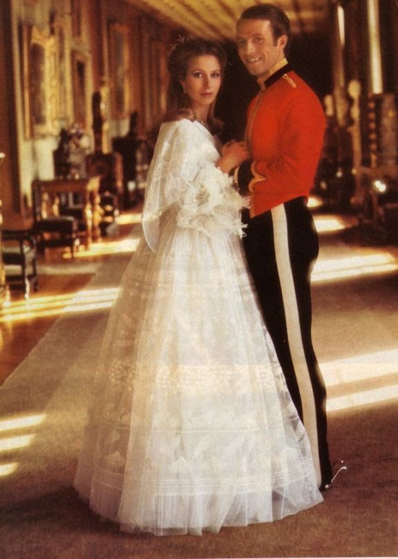 Hrh princess anne and her husband captain mark phillips for Princess anne wedding dress