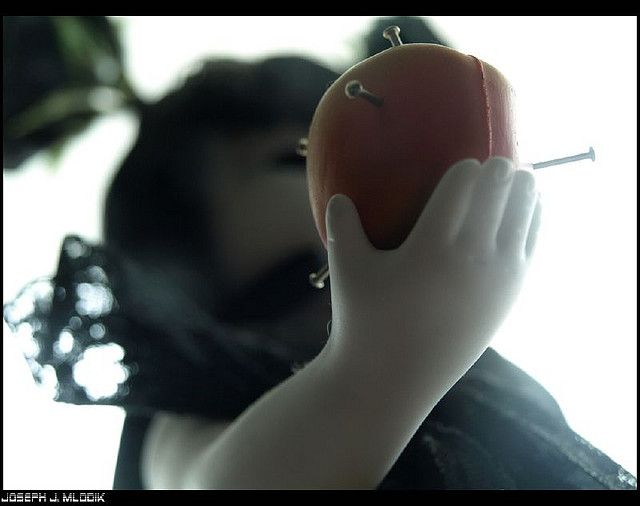 Eat of the apple by lunarhypnosis, via Flickr.