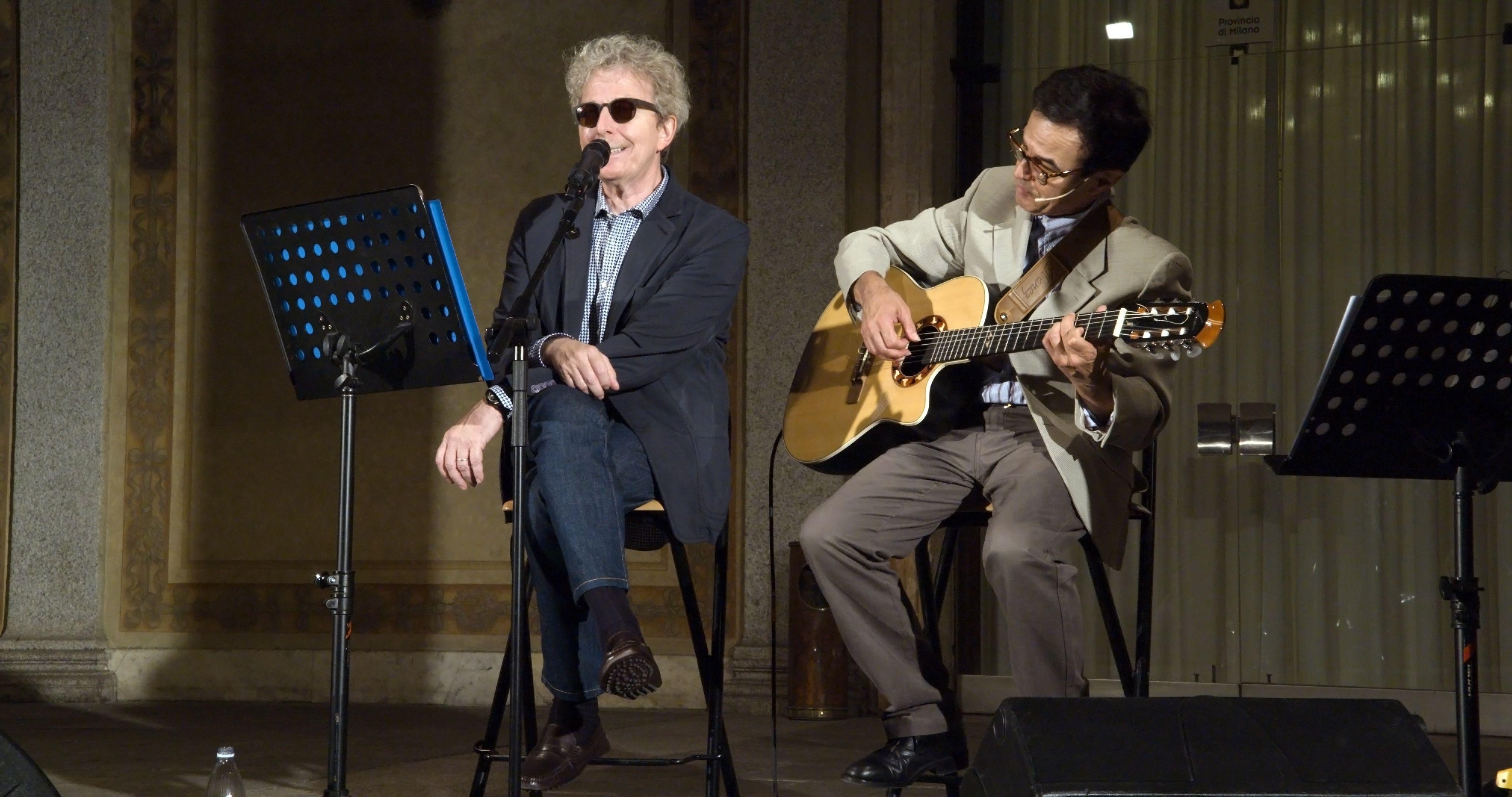 Fabio Concato e Paolo Cattaneo - Palazzo Isimbardi (Milano) - Canto quindi suono... Changhong sponsor dell'evento.  #FabioConcato
