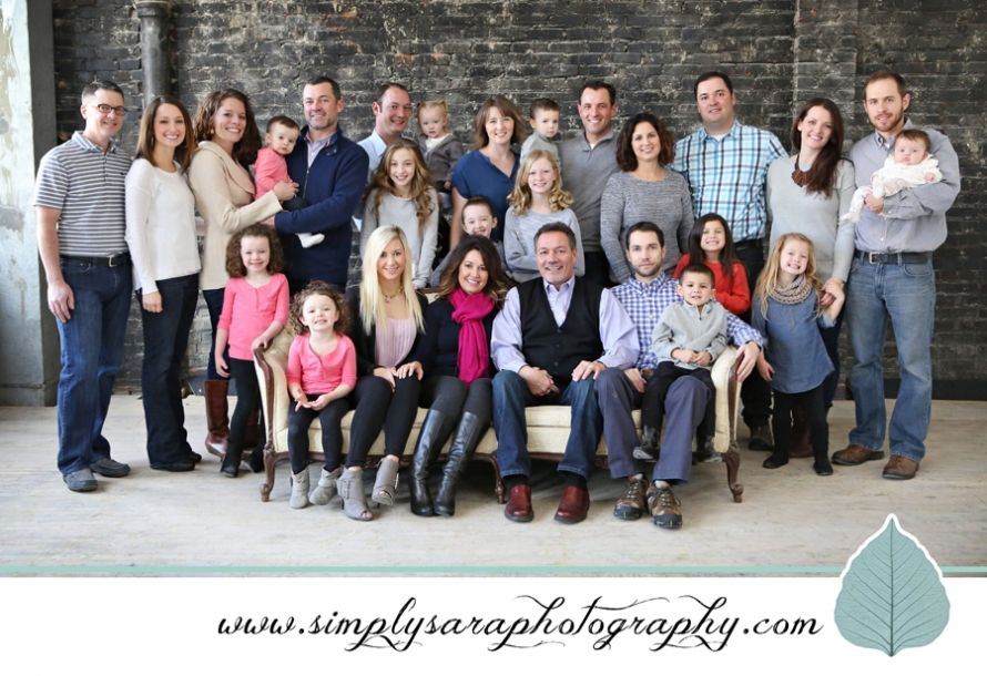 Indoor family photos ideas for a large group of adults kids