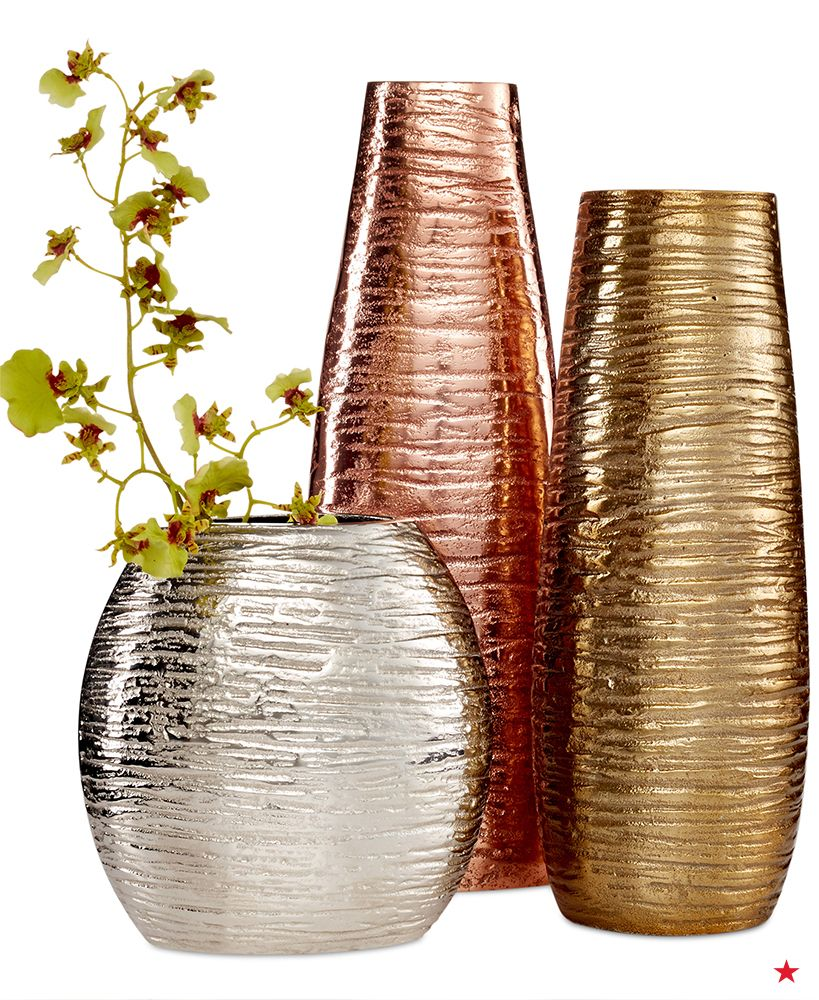 Hand Crafted And Exquisitely Hand Polished These Eye Catching Metallic Vases From Simply Designz Make A Stylish Statement Use Your Keen Metal Vase Decor Vase