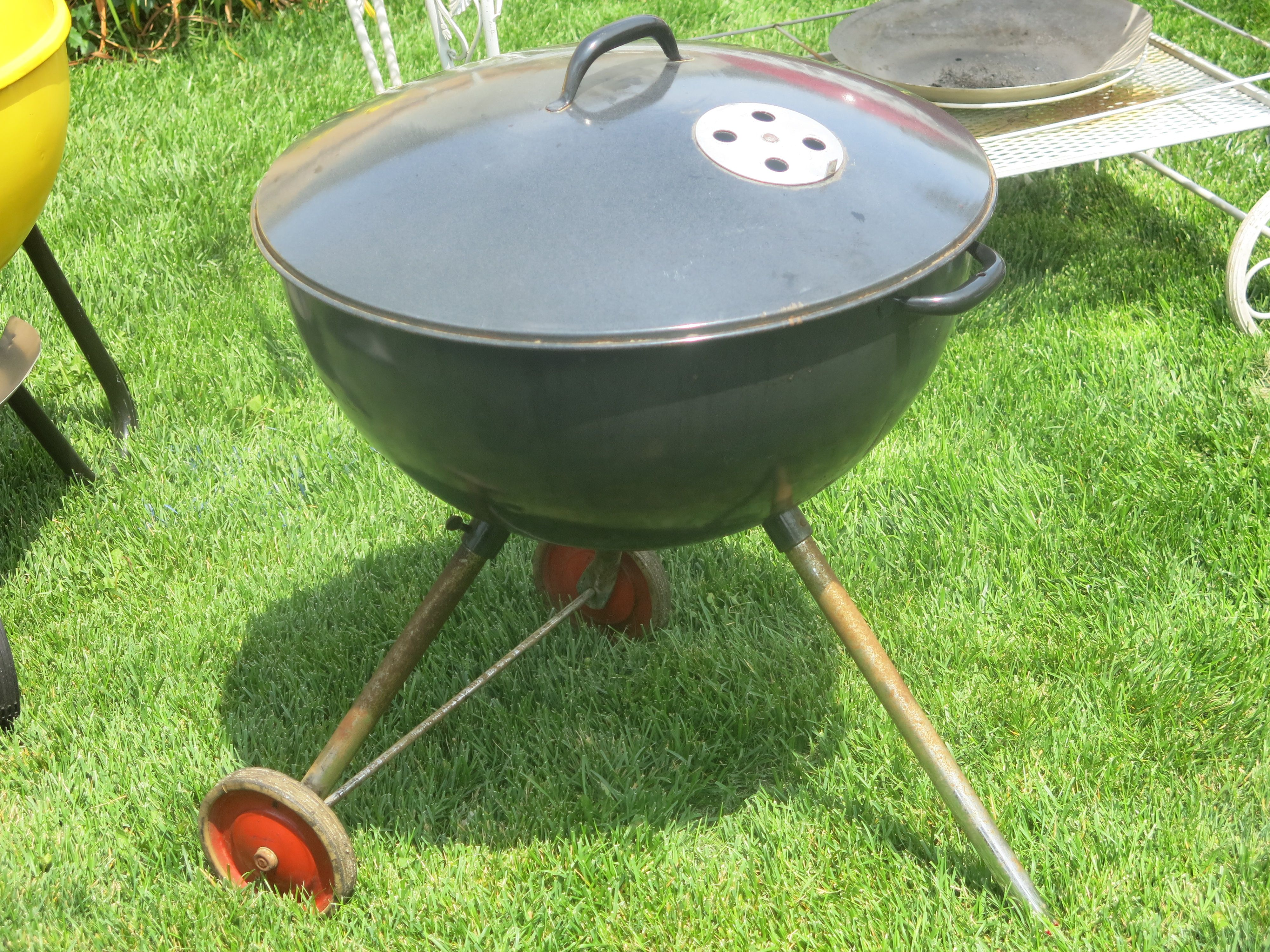Very Early 1950s Weber Bros Metal Works 22 5 Weber Kettle Grill Weber Kettle Kettle Grills Cast Iron Dutch Oven