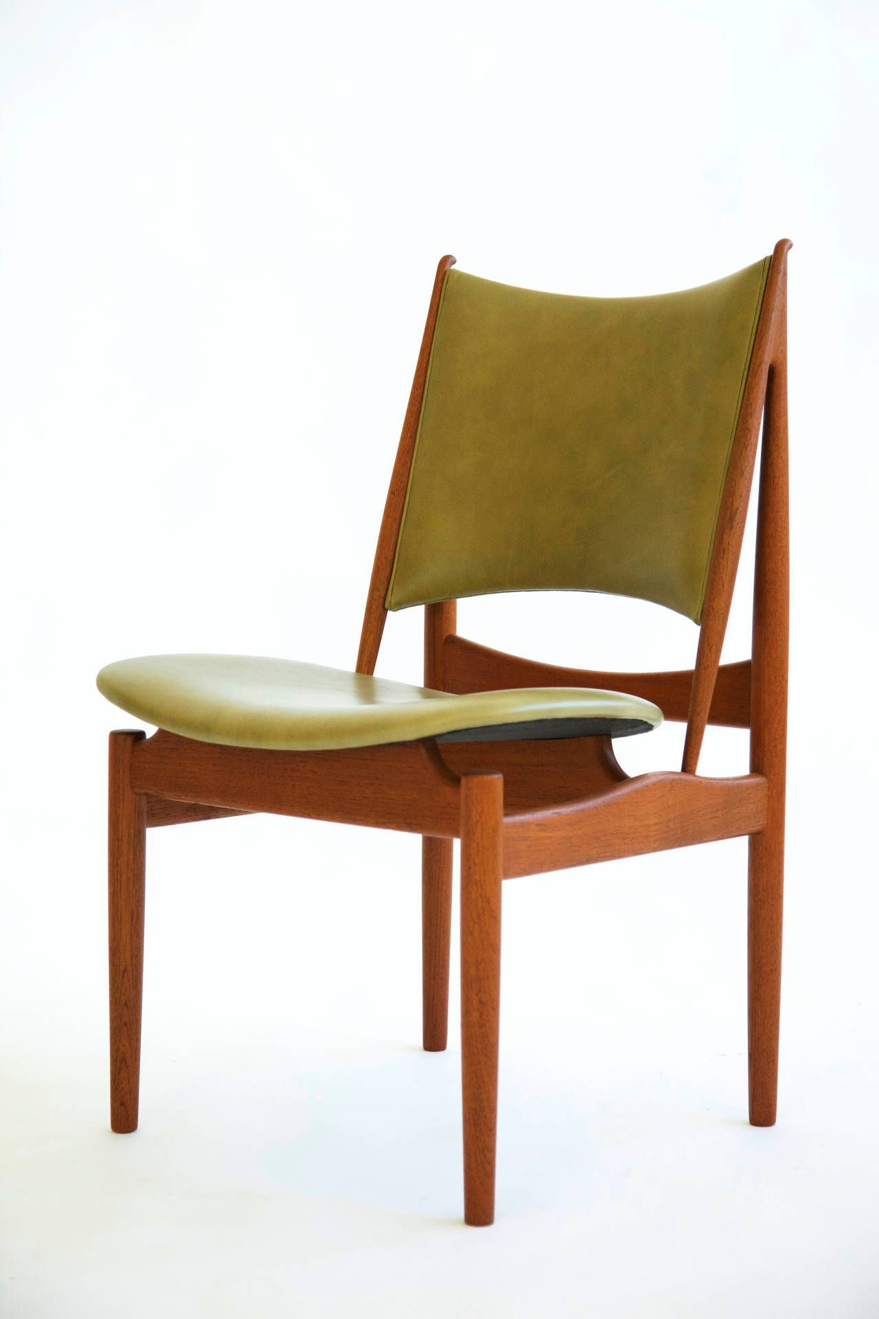Finn juhl egyptian chair niels vodder the strong right angles of the back support show a strong egyptian influence