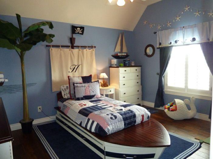Luxury kinderzimmergestaltung jungenzimmer gestalten pirat schiff bett blauer teppich
