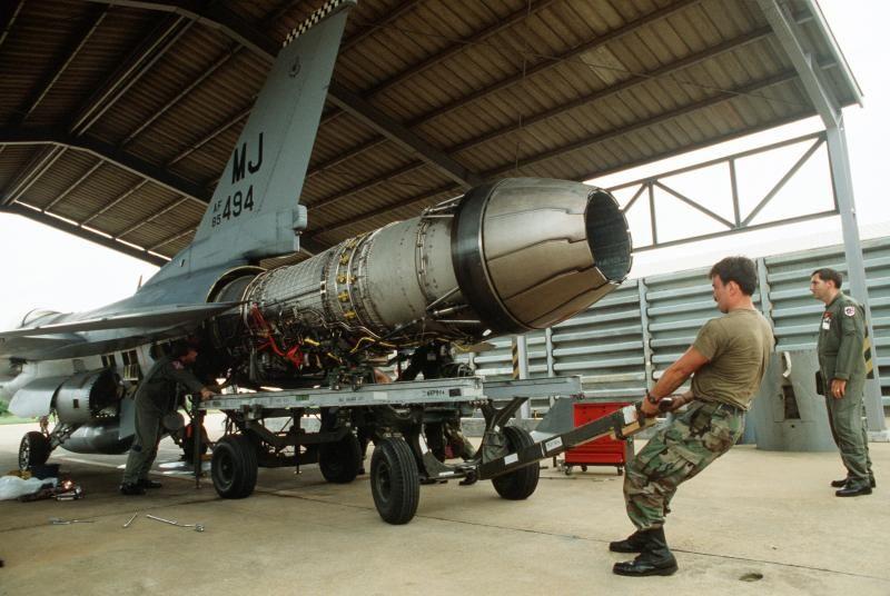 F-16CG CREW CHIEF F110-GE-129 ENGINE INSTALL | Aircraft