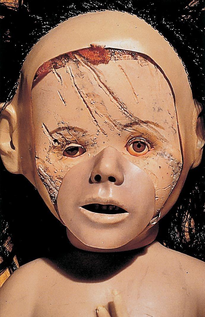 Google Image Result for http://www.gottfried-helnwein-child.com/child_in_art/artists_images/cindy_sherman.jpg