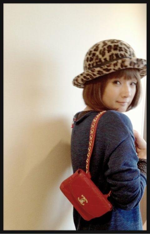 H&M青いニット、UNIQLOヒートテック、高円寺の帽子屋さんの豹柄ハット ...