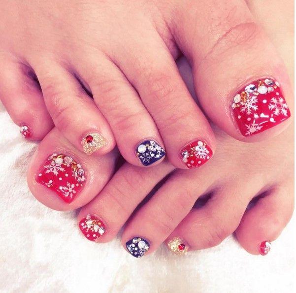 27 Holiday Fun Designs For Christmas Toe Nails Be Modish Christmas Toes Cute Toe Nails Toe Nails