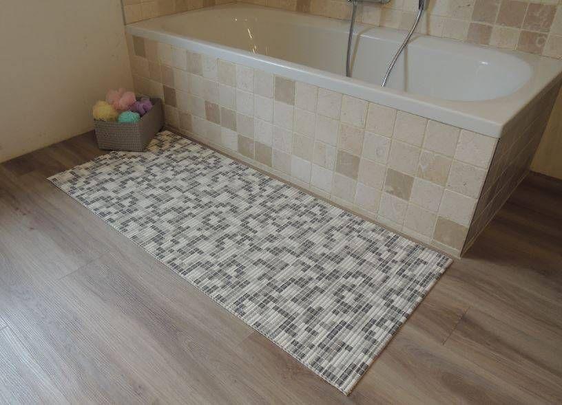 Mozaiek Matten Badkamer : Antislipmat voor de badkamer met leuke mozaiek print deze mat is