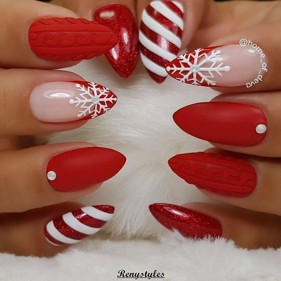 30 Basso-Relievo Manicure Ideas To Ignite Your Christmas