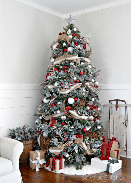 These Rustic Christmas Tree Ideas Will Fit Right In With Your Farmhouse Decor Red And Gold Christmas Tree Cool Christmas Trees Christmas Tree Inspiration