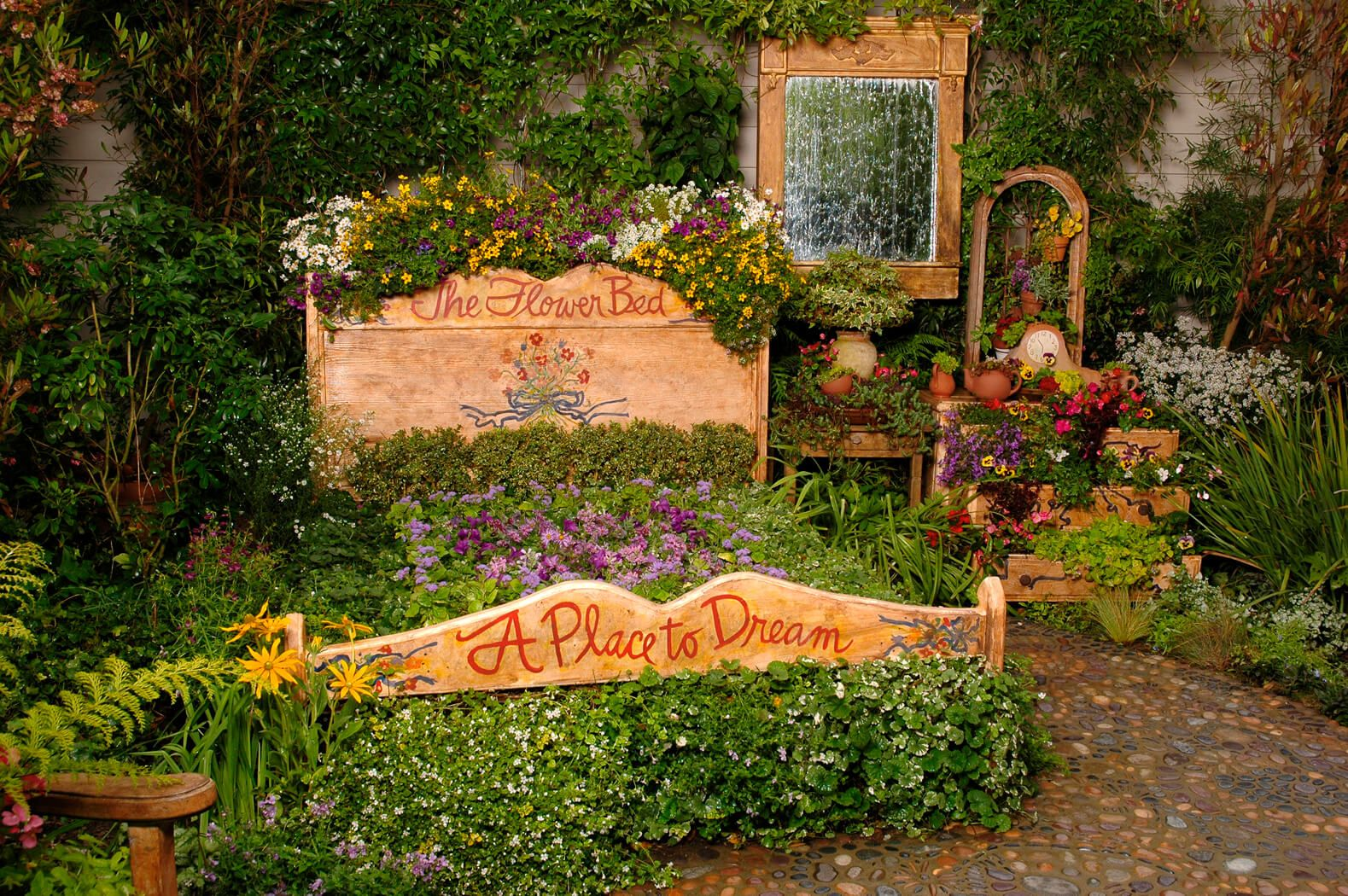 27 Gorgeous and Creative Flower Bed Ideas
