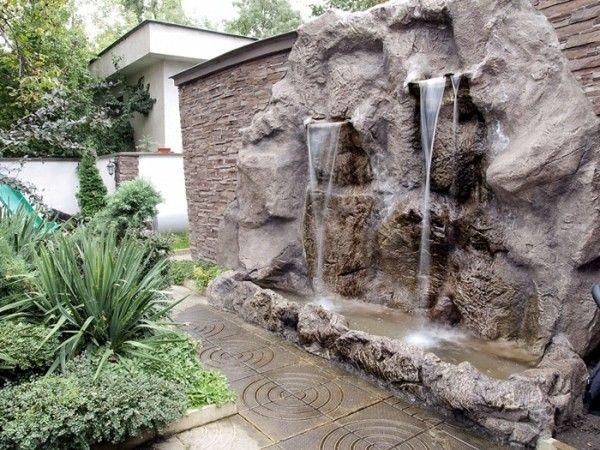 Lagos y piscinas naturales para el jard n archtecture for Disenos de fuentes y cascadas