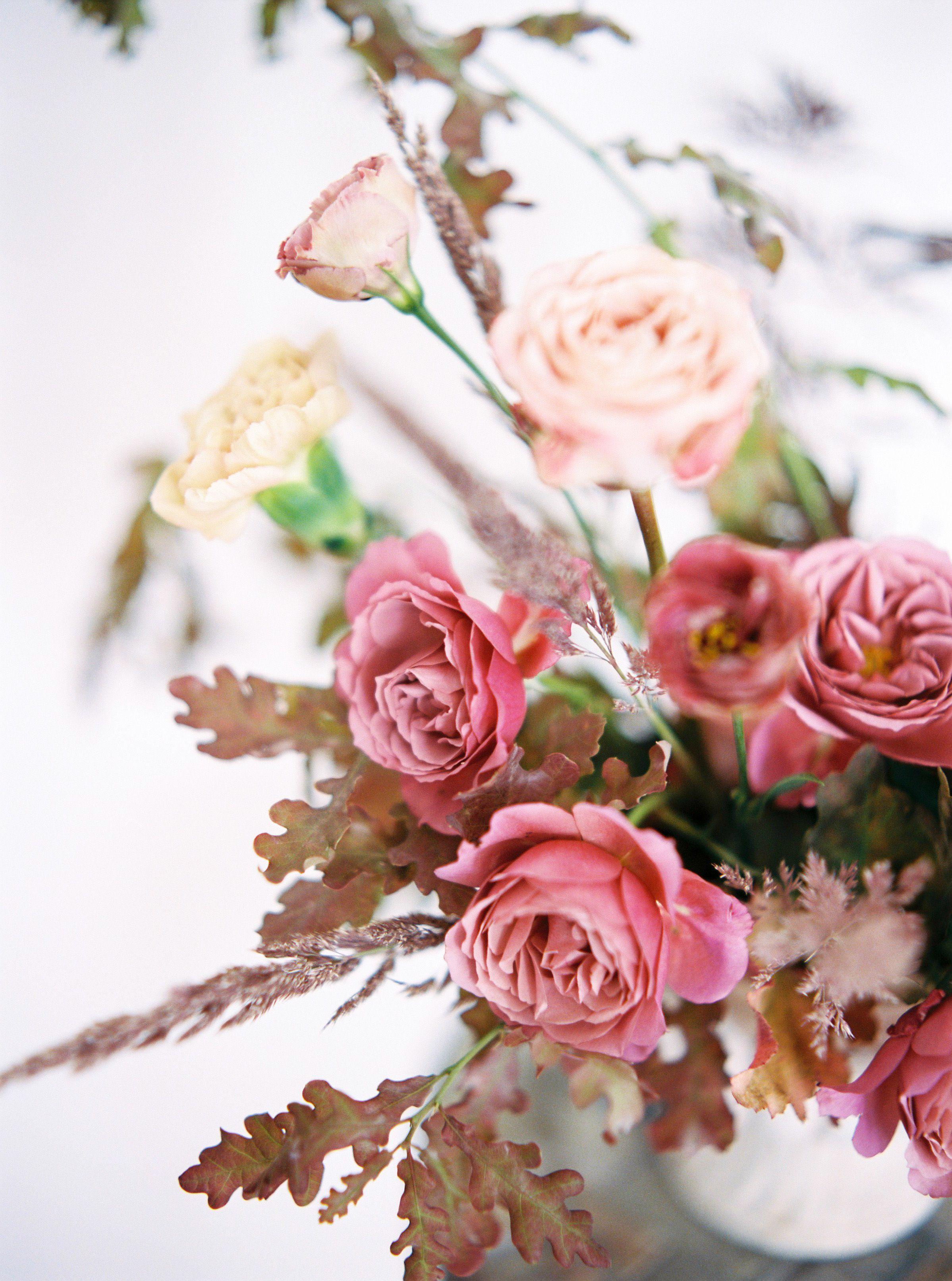 Roze Eustomy Gozdziki Liscie Debu I Polne Trawy Floral Floral Wreath Flowers