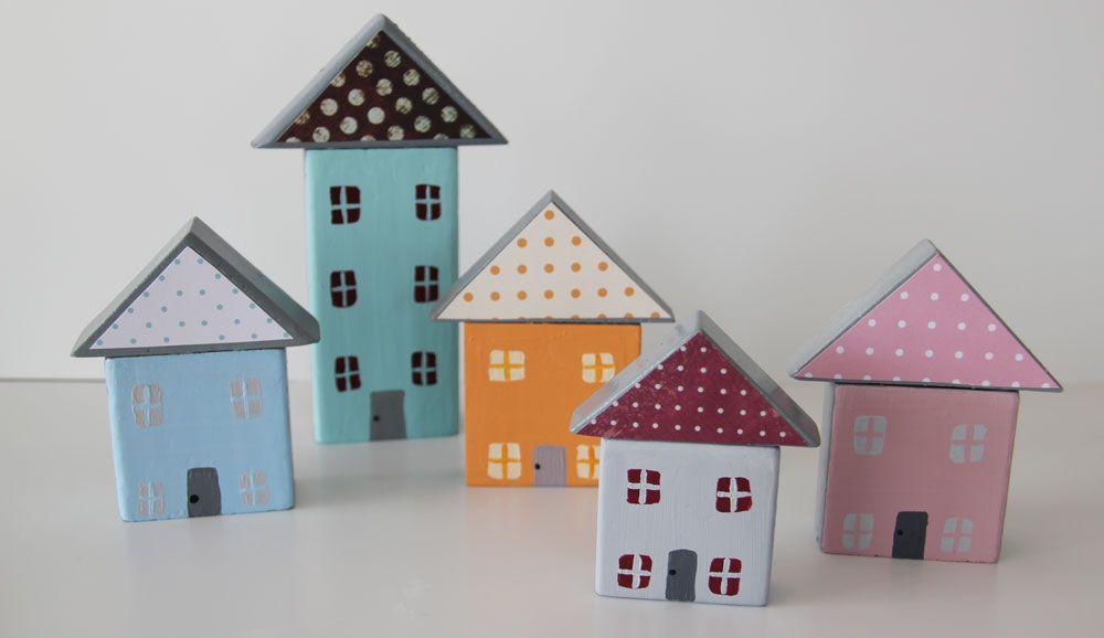 בתים קטנטנים מקוביות משחק ישנות ( צילום: ענבל עופר  )