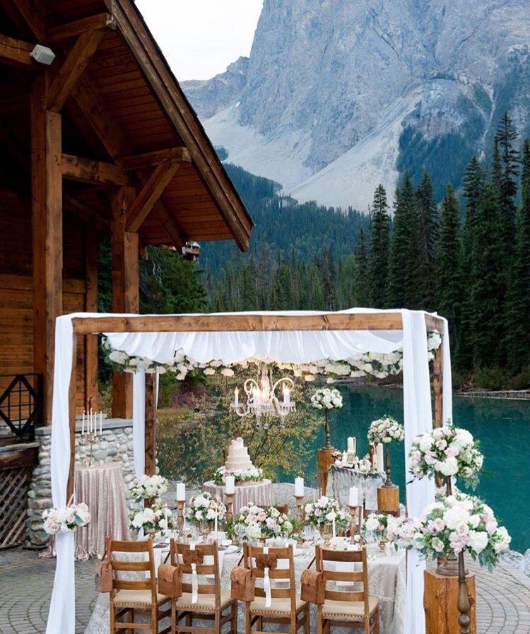 Mountain Wedding, source: @weddingchicks