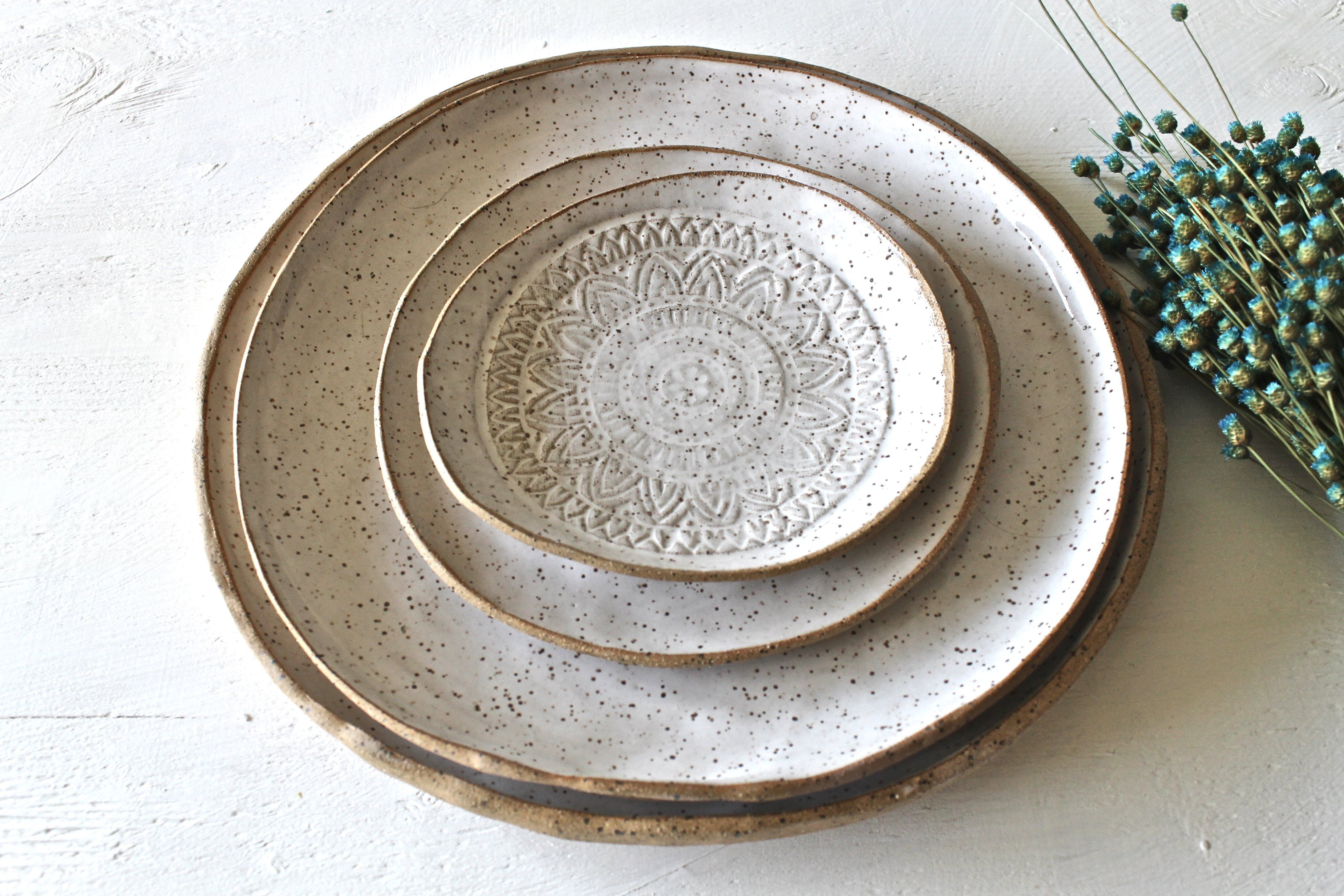 Hand Formed Stoneware Dinnerware Plates Set Of 4 Hand Painted In A Speckled White Glossy Glaze The Outside Of Thes Stoneware Dinnerware Pottery Plates Plates