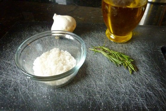 Rosemary garlic foccacia...looks pretty simple to make.
