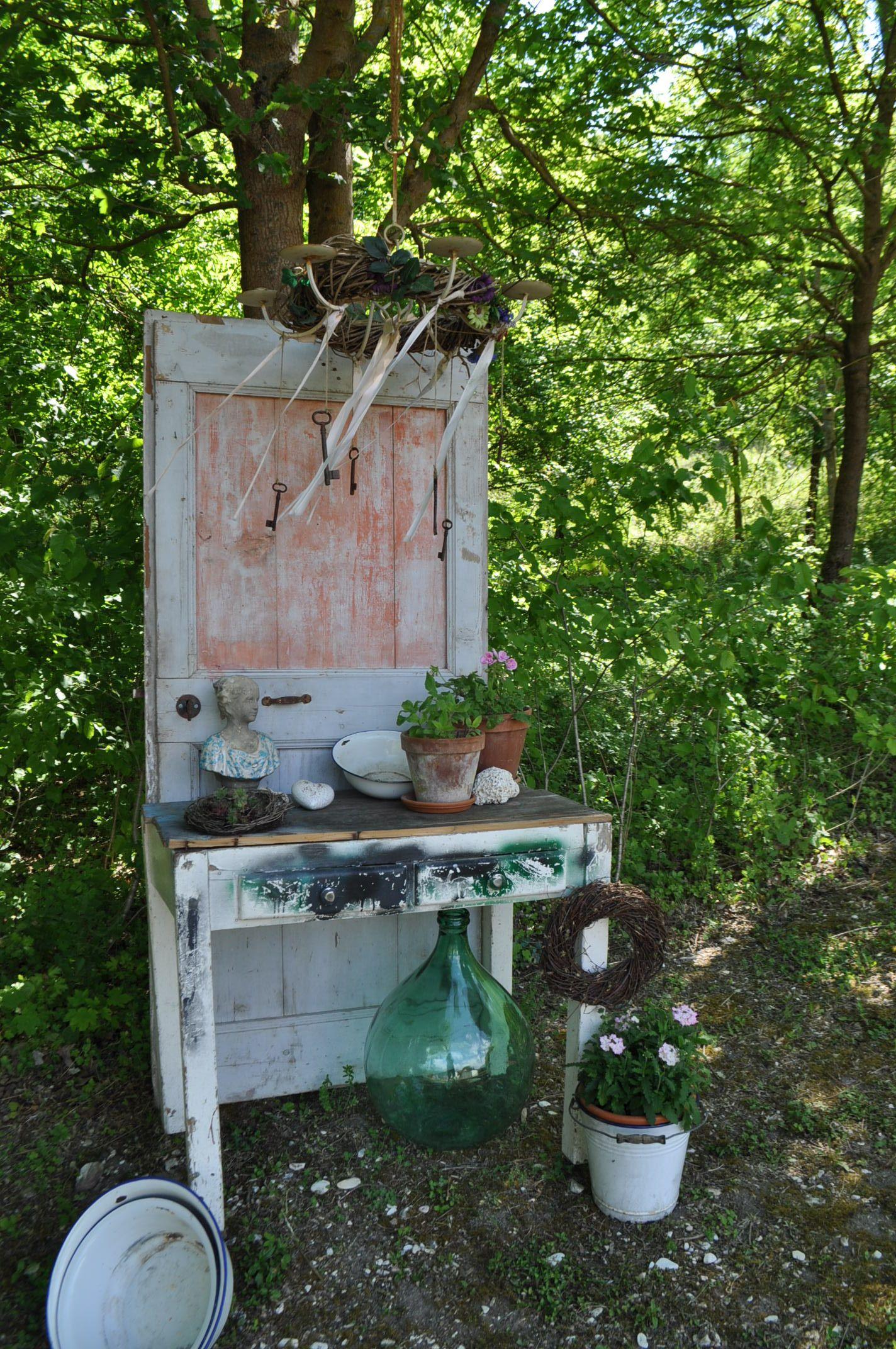 Fantastisch Gartendeko: Alte Tür Steht Im Garten Vom Casa Valrea Ferienhaus Am Fluss In  Italien.
