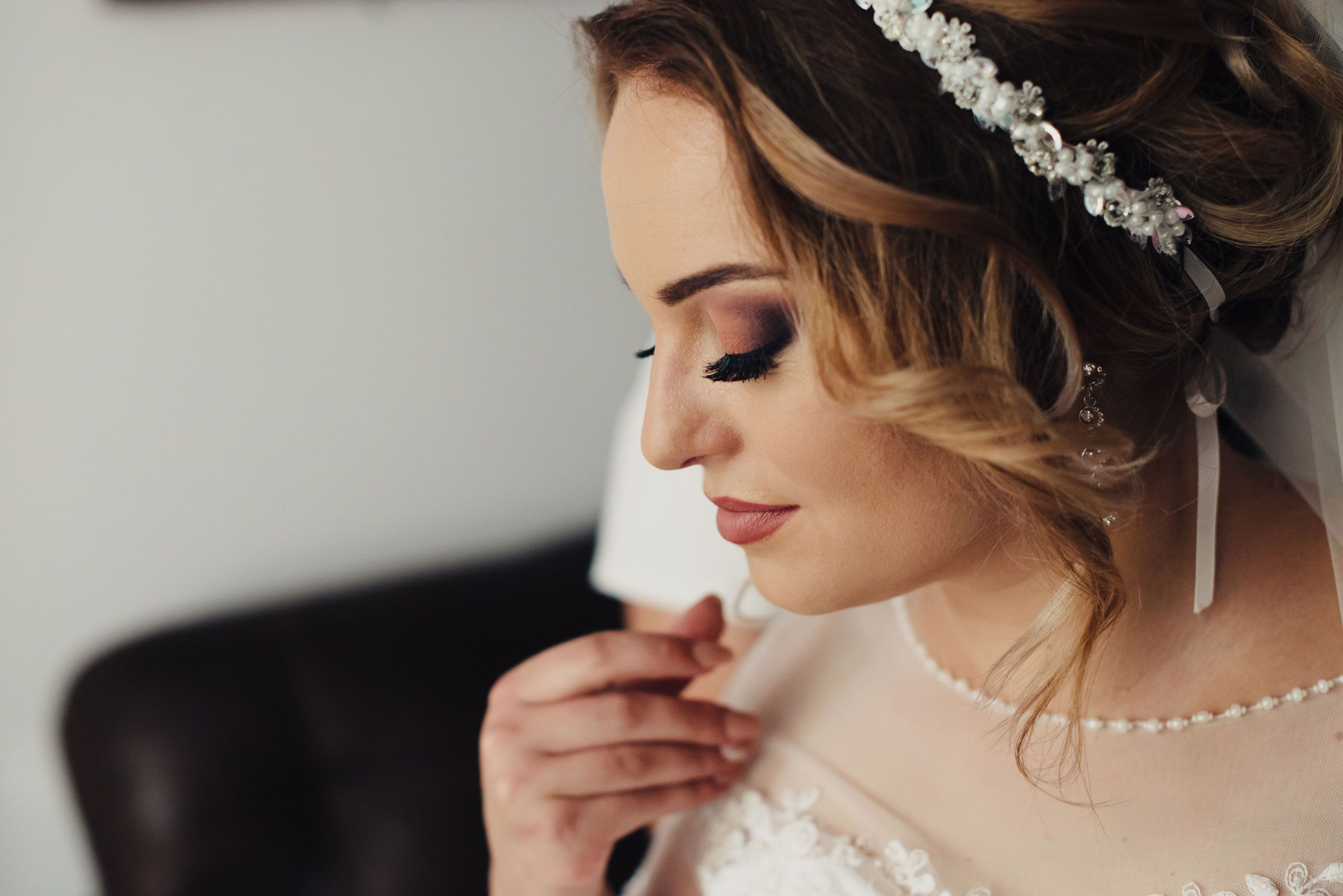 10 questions to ask before hiring your wedding day makeup artist every bride wants to look her absolute best on her wedding day the fear of not looking and feeling like the perfect glowing version of yourself can cause solutioingenieria Gallery