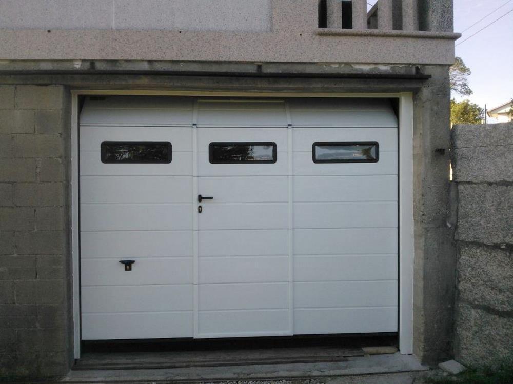Puertas Seccionales Para Garaje Novoferm Iso 45 Novoferm Puertas De Garaje Garaje Fachadas De Casas Chicas