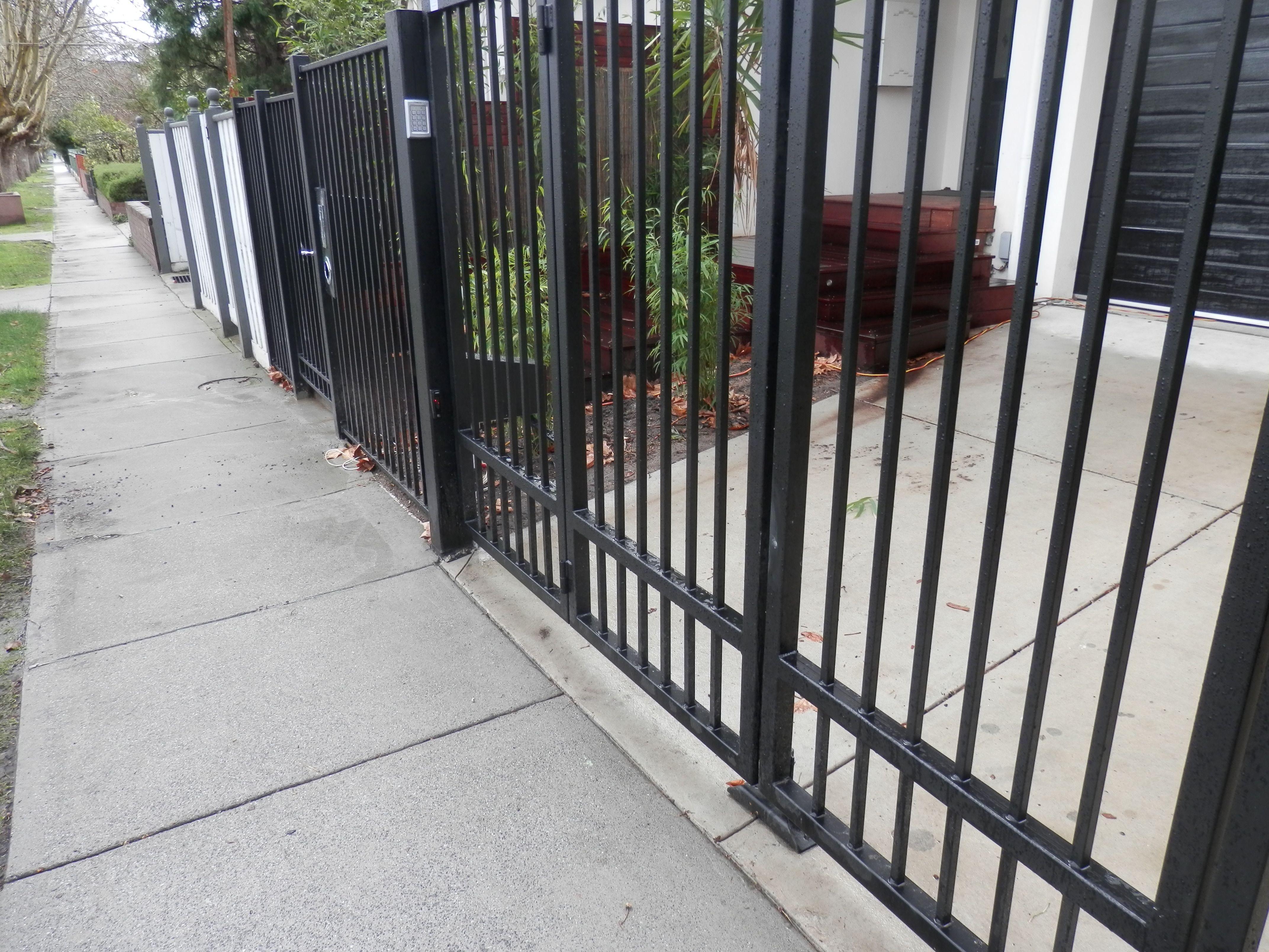 Tmgc Automatic Trackless Bi Fold Gates The Motorised Gate