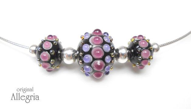 Wechsel mal wieder!... ...zum Beispiel mit diesem tollen Perlenset. Damit wird das schlichte edle Omega-Collier zum Highlight für dein Outfit und zum wahren Verwandlungskünstler. Das Set besteht...