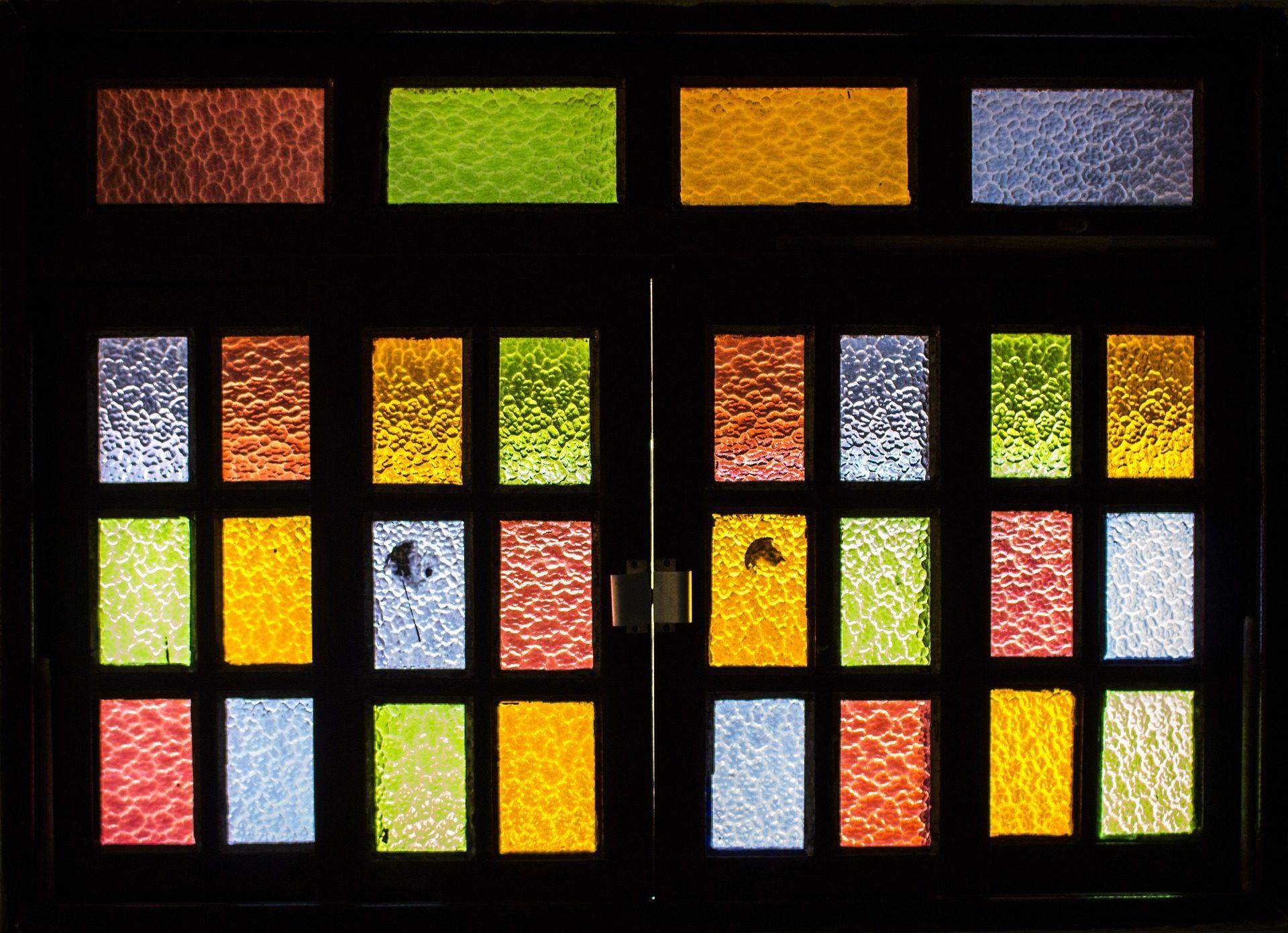 ventana cristales vidrios colorido trasluz