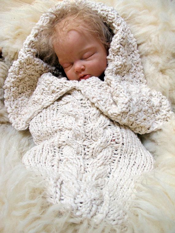 Organic Aran Cabled Baby Bunting por broodbaby en Etsy | Palillo ...