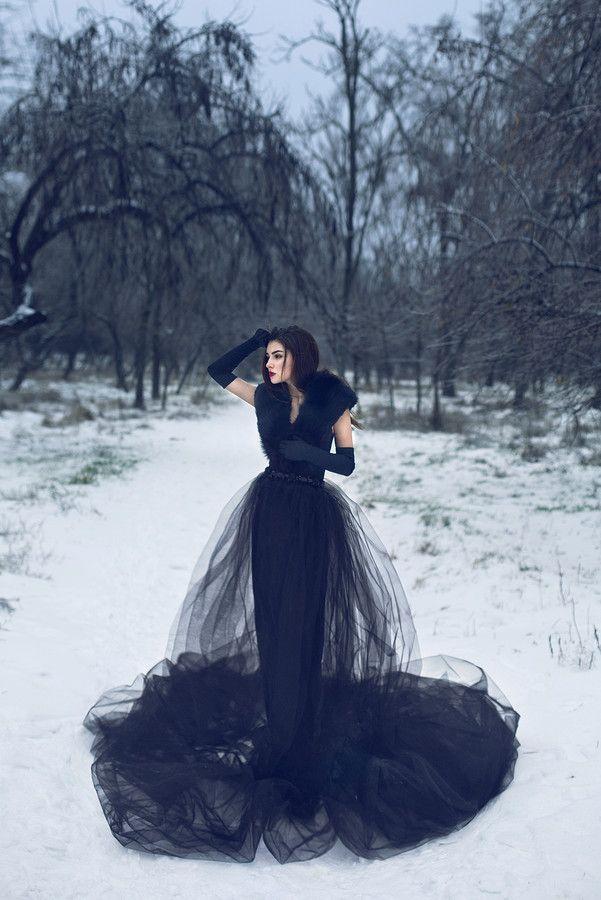 3e832d7d567a Modern Dark Fairy tale  Winter fairy tale by Julia Velikaya on 500px. Cerca  questo Pin e molto altro su Vampiri di Martina Brui. Tag. Abito Da Sposa  Nero