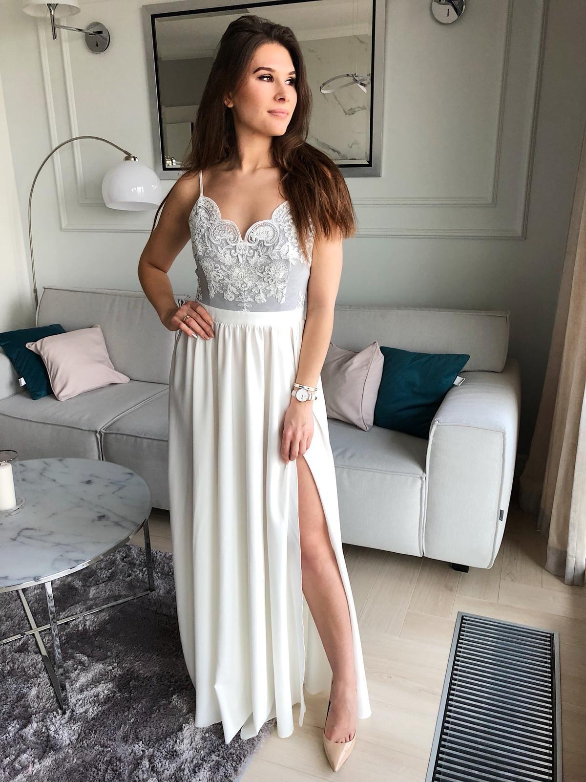 c9360491d3 Elegancka Suknia Wieczorowa w której będziesz wyglądać jak księżniczka. Suknia  bardzo zmysłowa i kobieca o