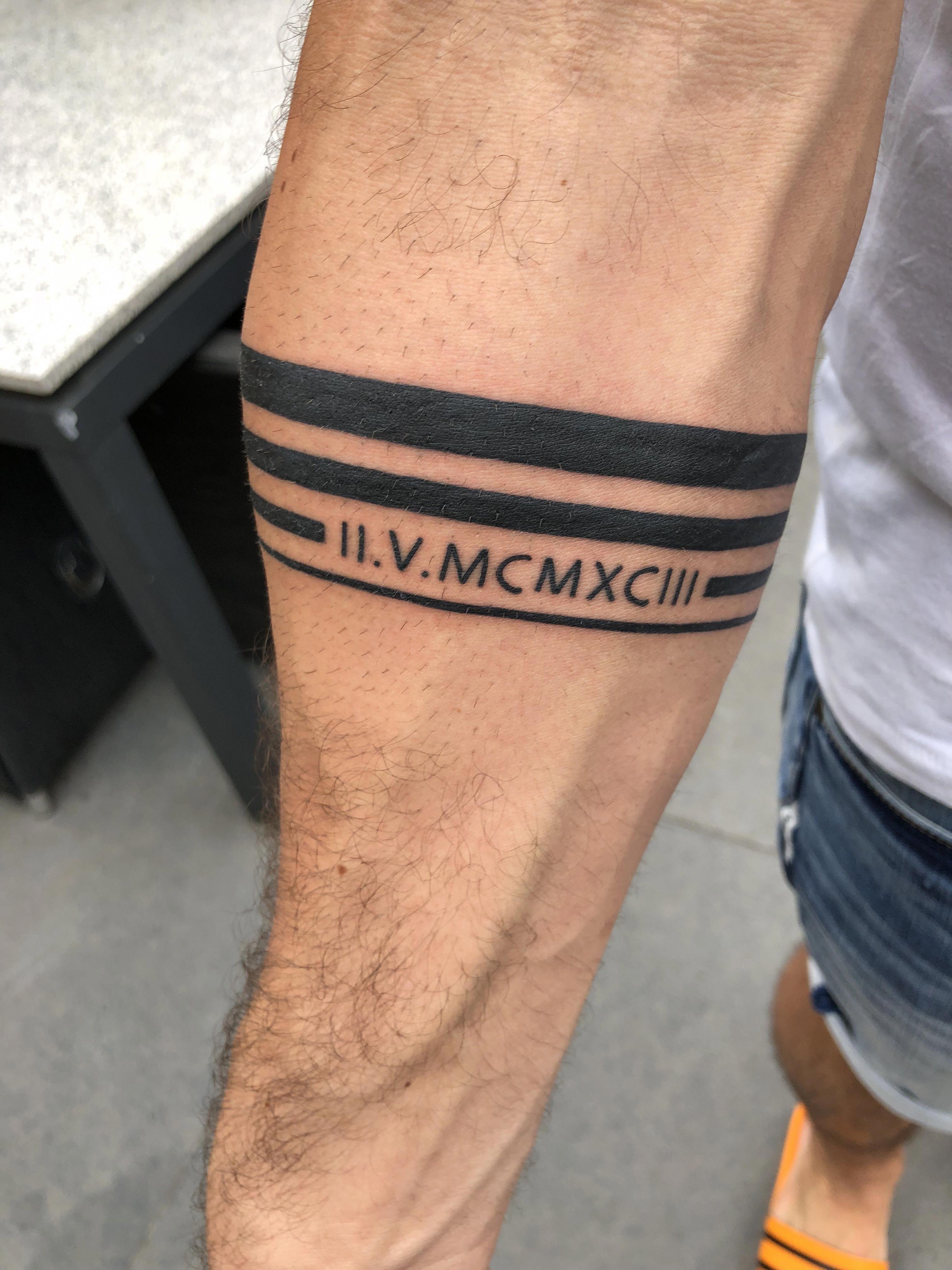 Band tattoo *geboortedatum *4bands *blackandwhite