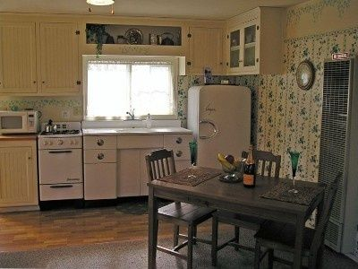 1940s kitchen 1940s vintage kitchen retro design kitchen pinterest 1940s kitchen. Black Bedroom Furniture Sets. Home Design Ideas