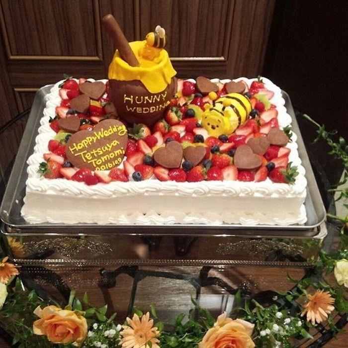 続いてはプーさんを飾ったウェディングケーキをご紹介します。