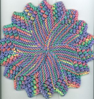 This is a variation of amy carpenters round dishcloth i tightened this is a variation of amy carpenters round dishcloth i tightened up the gauge to knit dishclothdesign patternsknit dt1010fo