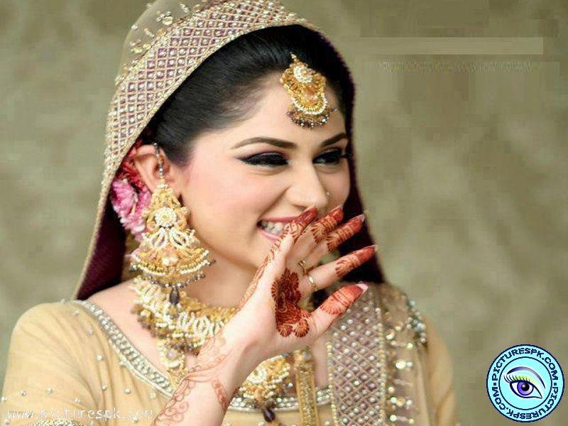 Uzma S Mehndi Makeup : Pin by sidra afaq on pakistani dulhan