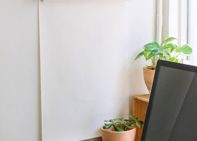 This Blank Paper On The Wall Is WAY Cooler Than It Appears! - http://www.wisediy.com/this-blank-paper-on-the-wall-is-way-cooler-than-it-appears/