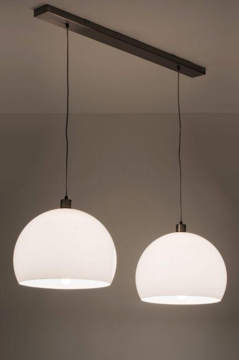 Geschikt Voor Led Mooie Hanglamp Met 2 Witte Kunststof Kappen De Plafondbalk Is Van Staal Ook In Retro Halve Bol Van Staal T Hanglamp Verlichting Lampen