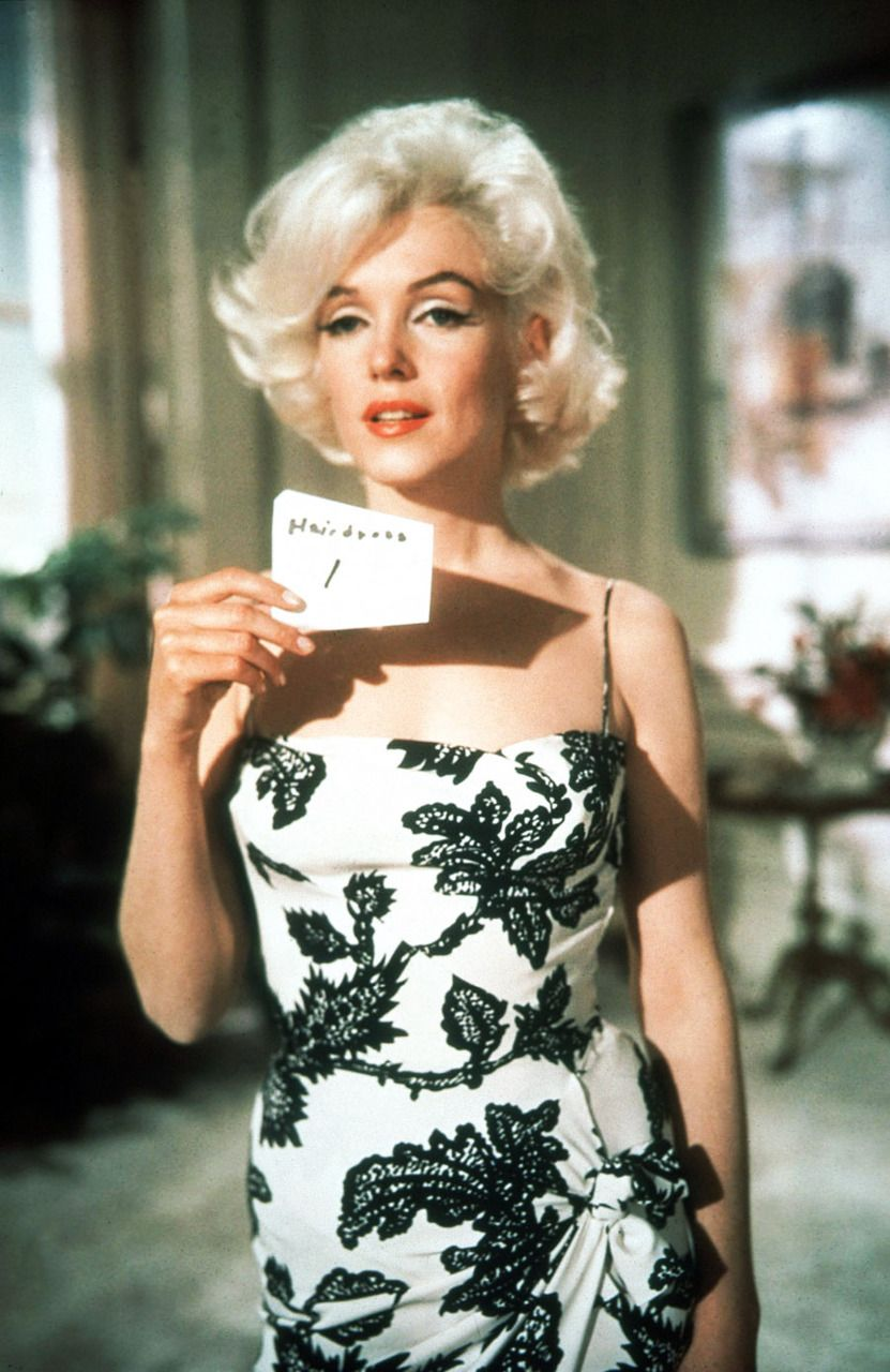 Michelle Collins Fakes Top marilyn monroe in a costume test for something's got to give (1962